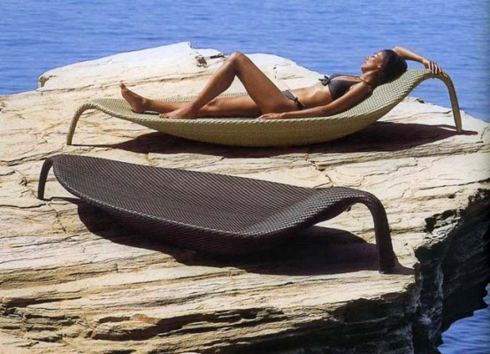Outdoor-wicker-chaise-lounge-Leaf-by-Dedon-3-554x400