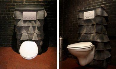 Rubberen douche en toilet van Wout Wessemius
