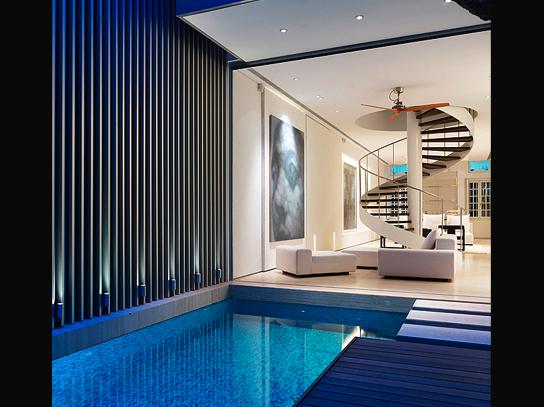 Singapore zwembad turquoise modern minimalisch