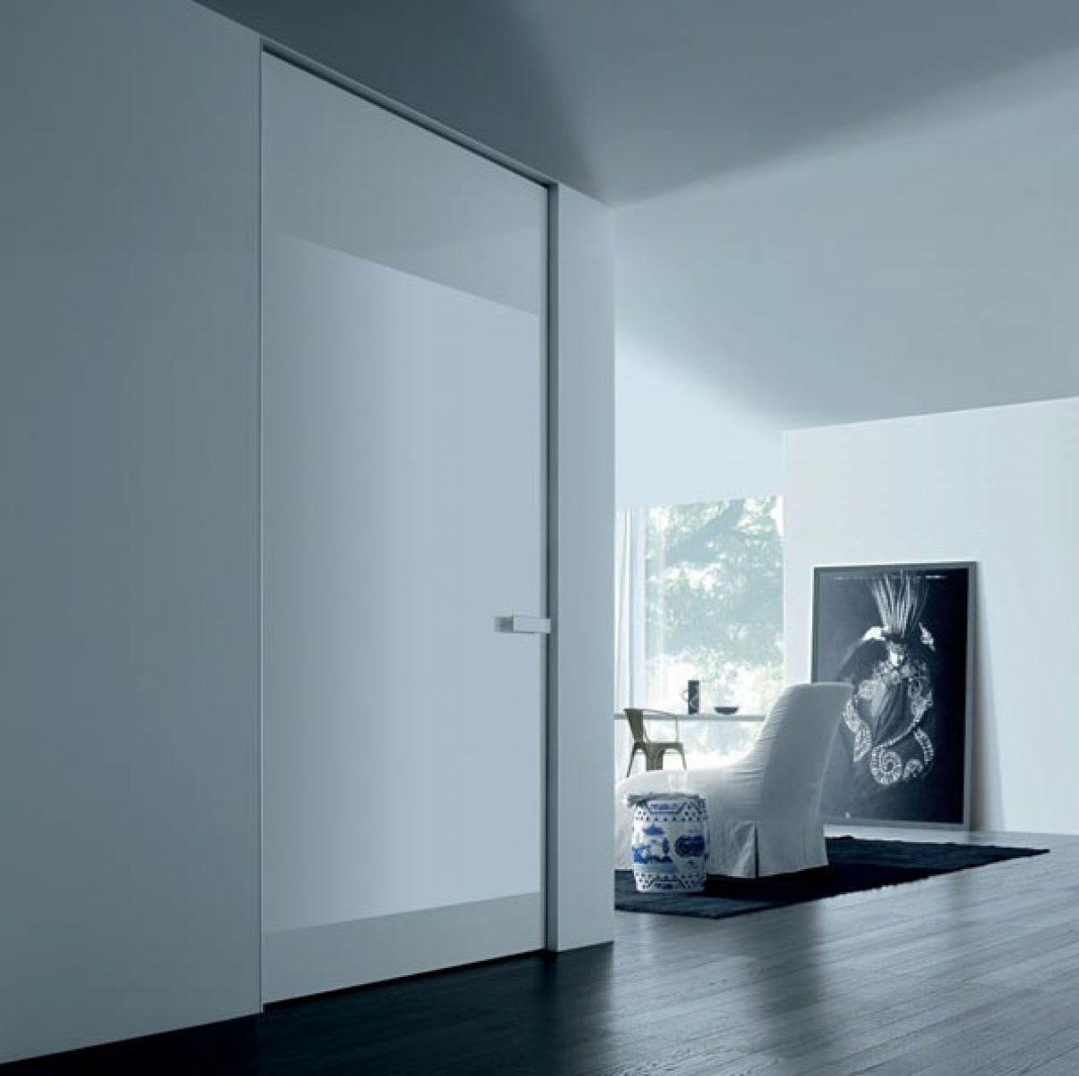 Minimalistische deur met magneet sluiting
