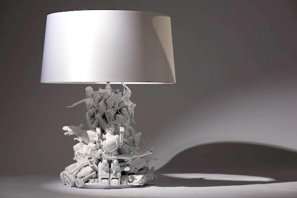 Lamp van speelgoedfiguren