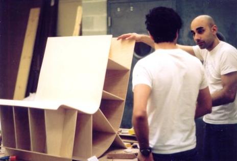 Bookseat productieproces stoel met boekenplanken