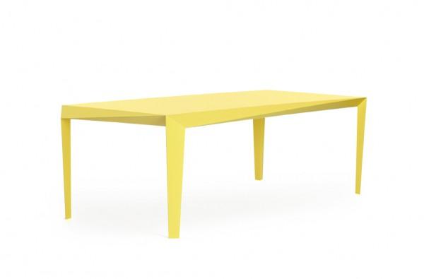 Volt tafel van Reinier de Jong. Geometrische facetvormen zorgen voor een fascinerende dynamiek.