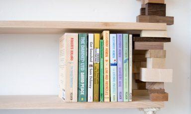 Stapelblokken boekenplank