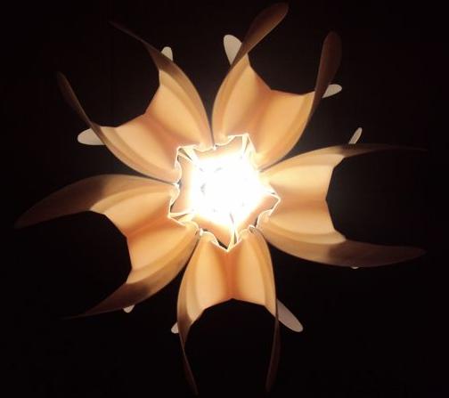 Loto lamp recycle plastic fessen Eugenio Menjivar