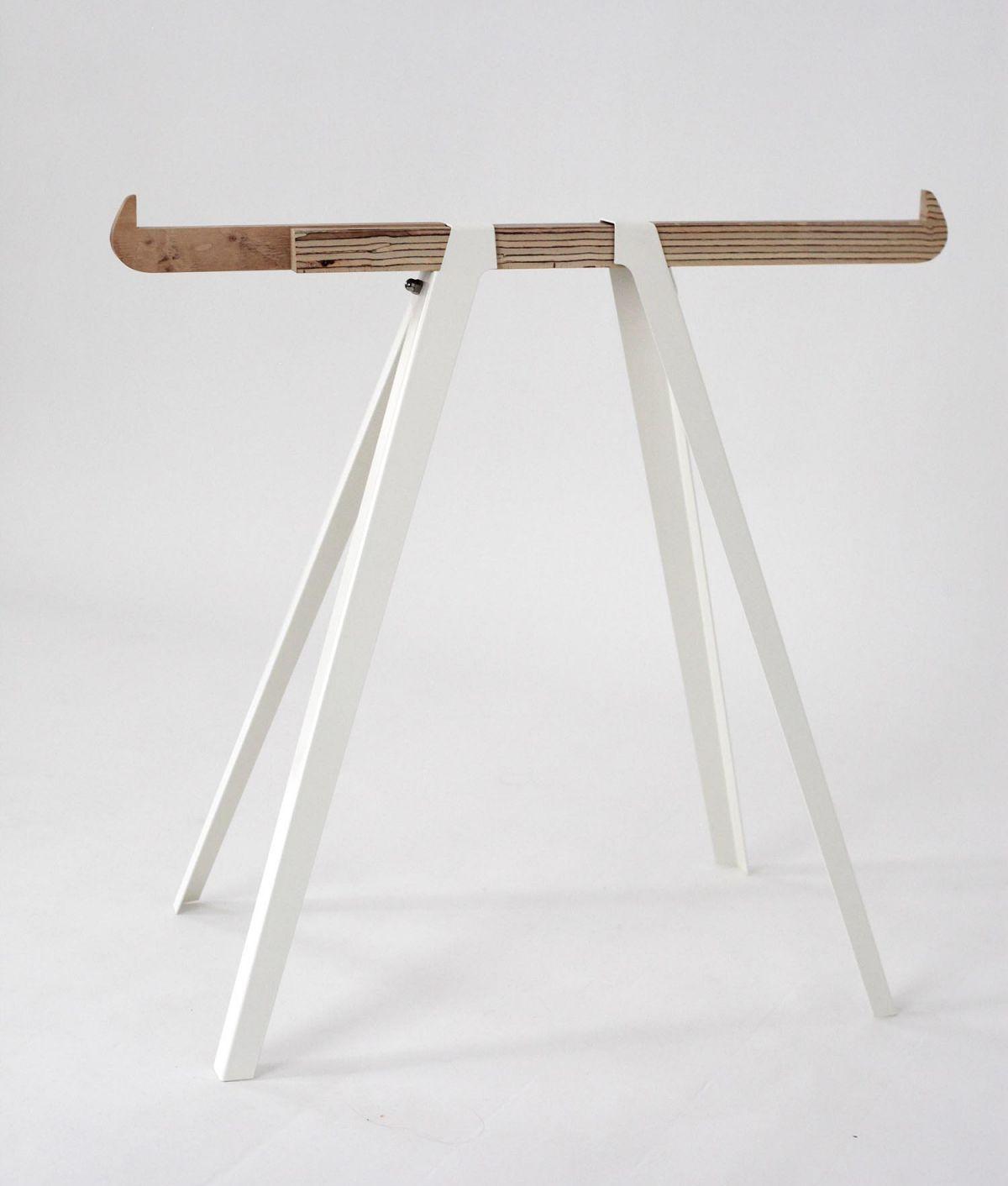 Toro tafel van hout i gimmii magazine - Kleden houten wand ...