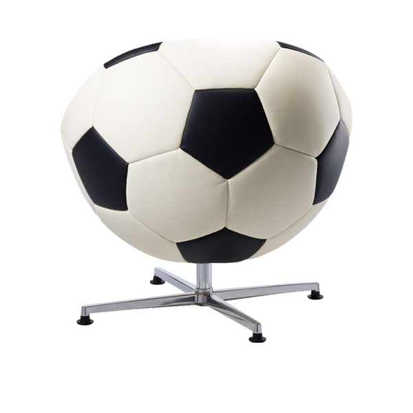 Hattrick voetbal fauteuil van ontwerper Paolo Lillus