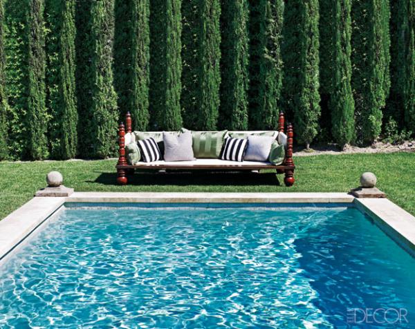 Ellen Pompeo´s zwembad sofa Maryn Lauwrence-Bullard