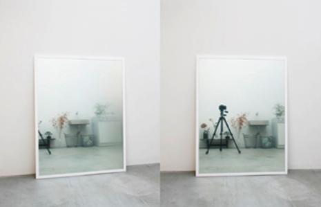 Spiegel Tetsuo Kondo Architects beeld hangt af van positie