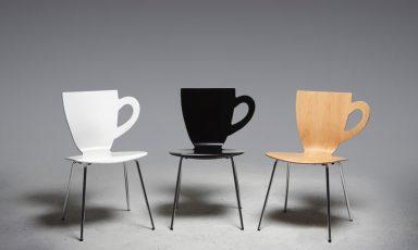 Koffiekop én schotel én stoel