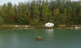 Le-Nuage-wolk-caravan-aan-meer