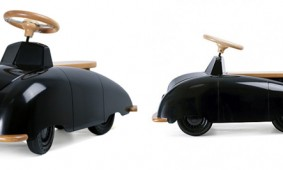 Playsam-Roadster-SAAB-speelgoedauto-Ulf-Hanses