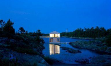 Drijvend huis in het Huron meer in Canada