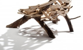 Eyrie-chair-van-Floris-Wubben-vanaf-achterkant