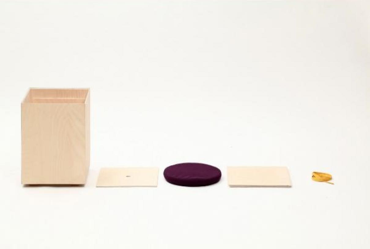 Minimalistische kruk Hako van Yukari Hotta