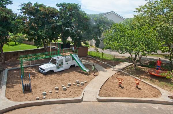 Speeltuin van Luc van Hoeckel en Pim van Baarsen in Malawi voor pediatrische patiënten