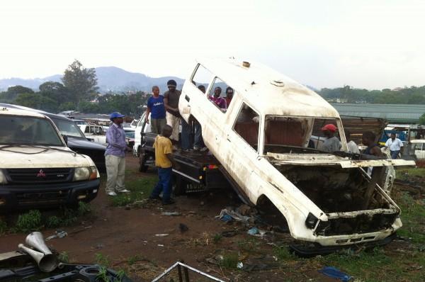 Ambulance voor speeltuin van Luc van Hoeckel en Pim van Baarsen in Malawi