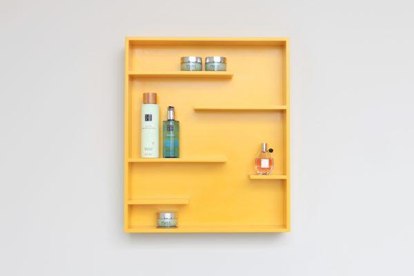 Edit letterbak en badkameraccessoire in geel van NotOnlyWhite