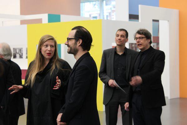 Pastoe directeru Remco van der Voort met auteur Gert Staal & curator Anne van der Zwaag met Konstantin Grcic