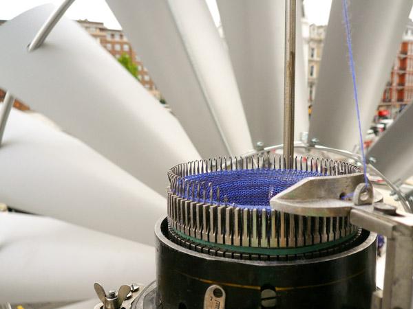 Wind knitting factory van Merel Karhof