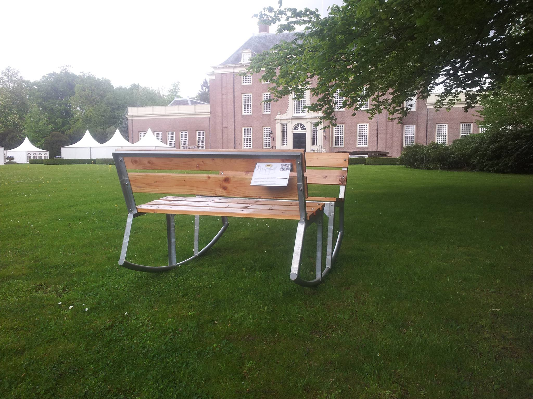 Bank Dream Bench van A Boys Dream bij slot Zeist