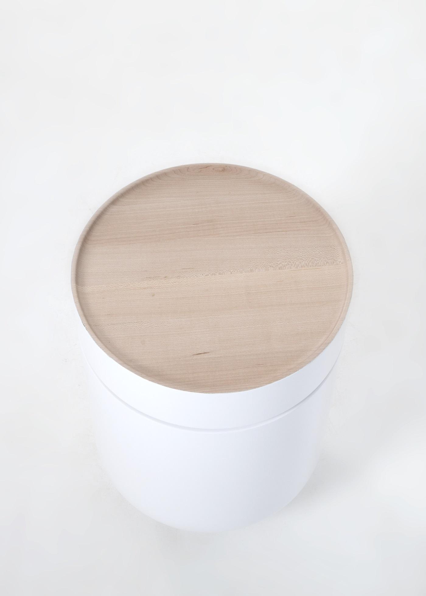 Bijzettafel Troche met esdoorn tafelblad van StudioWM