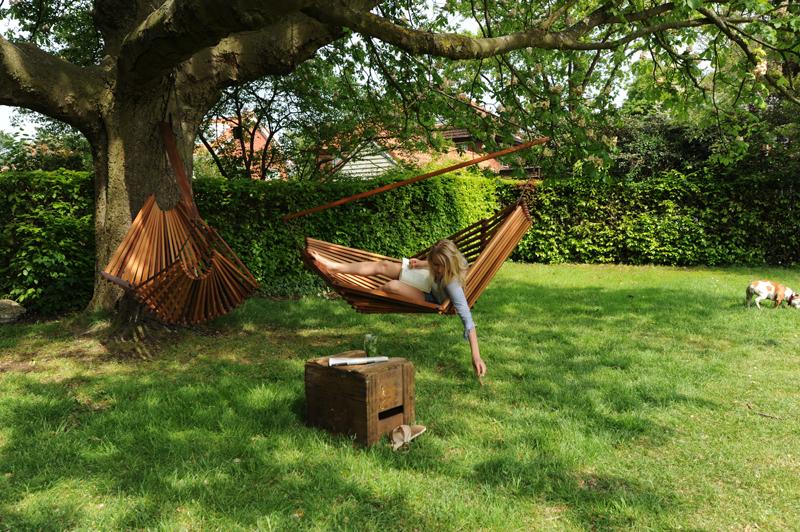 Hangmat Hammock van Studio Tjeerd Veenhoven is van prachtig weersbestendig cederhout