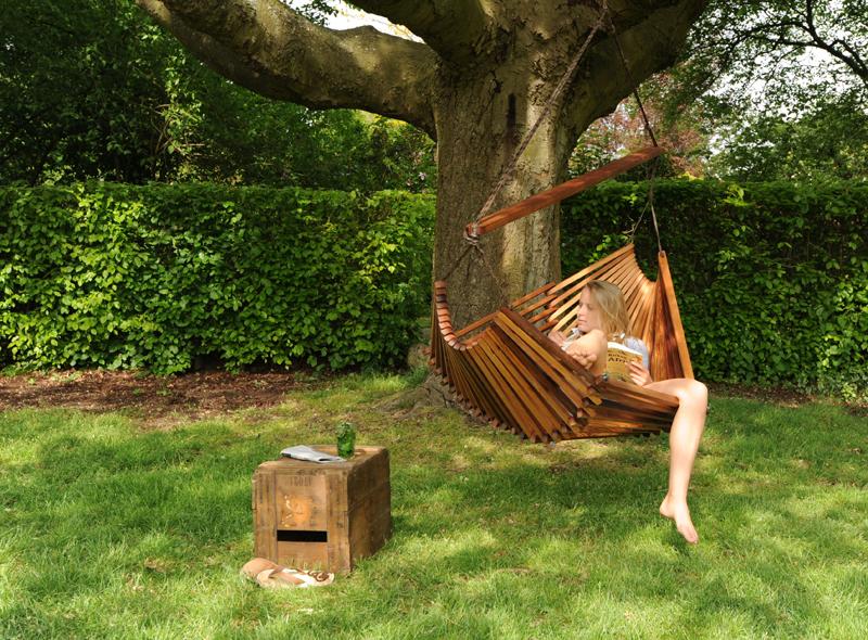 Hangmat Hammock van Studio Tjeerd Veenhoven voegt zich naar jouw lijf