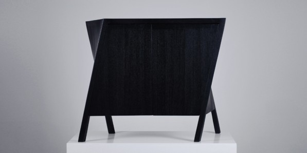 Walking Cabinet van Markus Johansson twisted legs