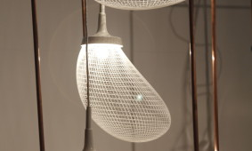 Light Breeze lamp van Alex de Witte op Design District
