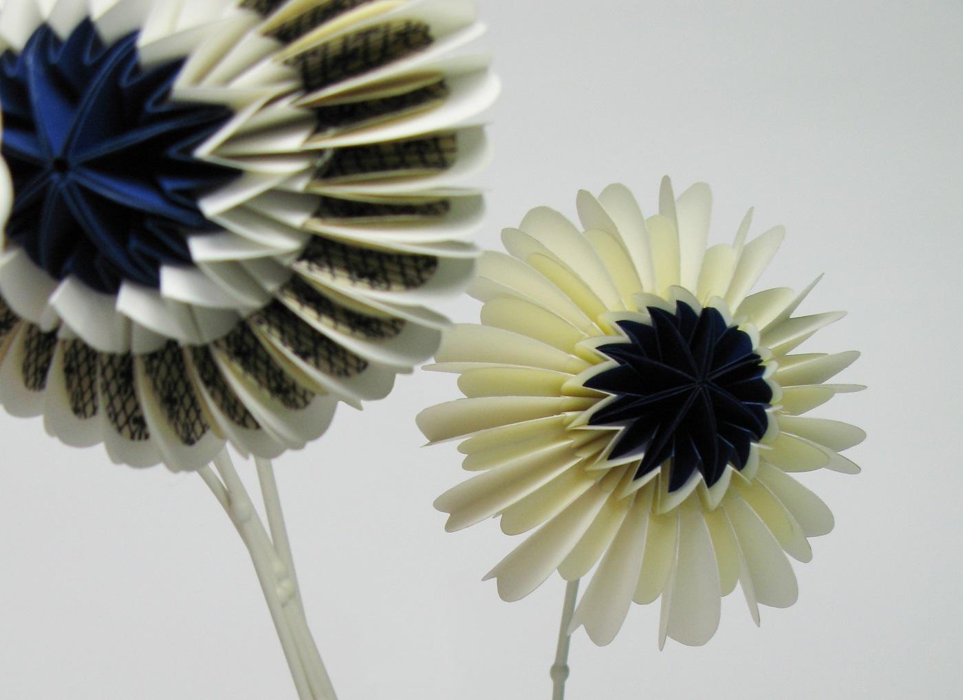 Blauwe Paperflowers van Jorine Oosterhoff