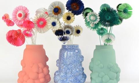 Paperflowers en bubble vase van Jorine Oosterhoff