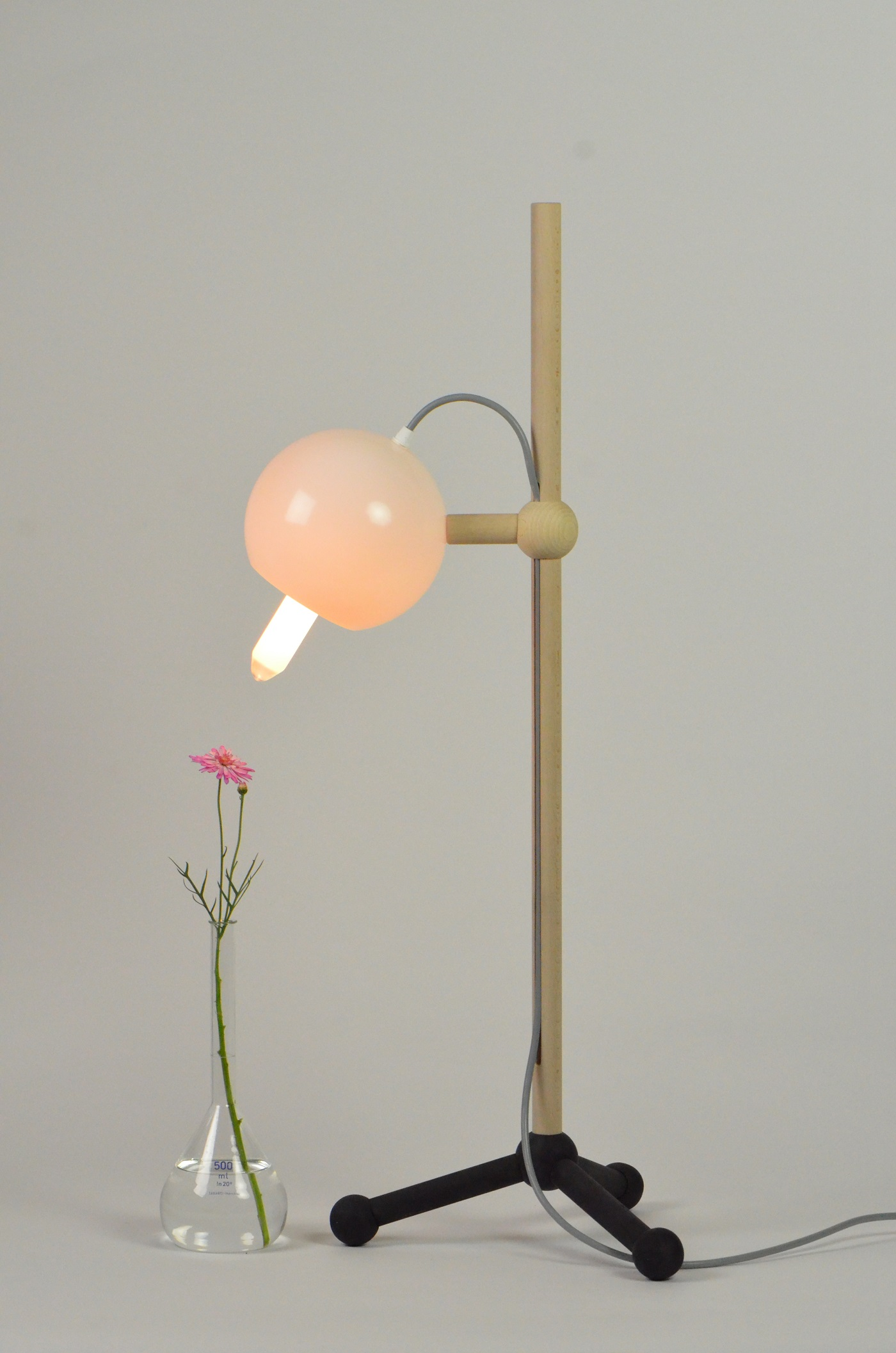 Sneak peak van tafellamp Lab Light BuroJET uit de home lab collectie in Gimmii Magazine