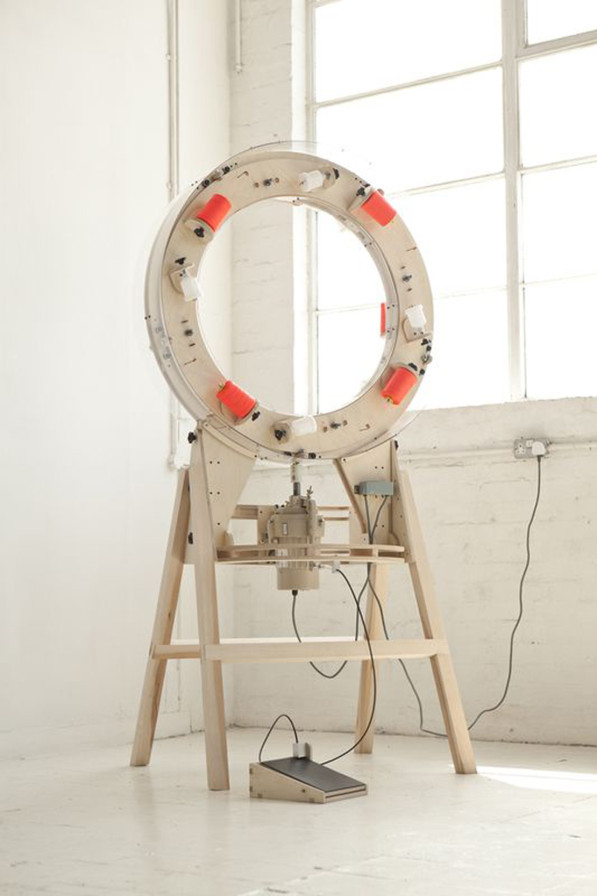 Thread wrapping machine van Anton Alvarez