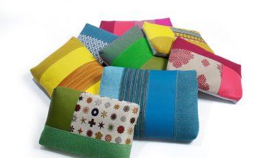 Kleurrijke kussens met grafische vlakken