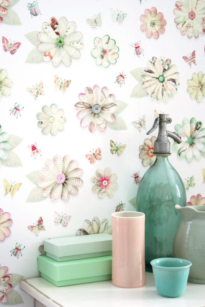 Vrolijk bloemenbehang studio ditte flowers wallpaper i for Wat kost een rol behang