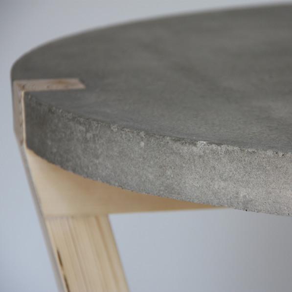 Closeup beton tafel Stolik Kuiken Design handgemaakt