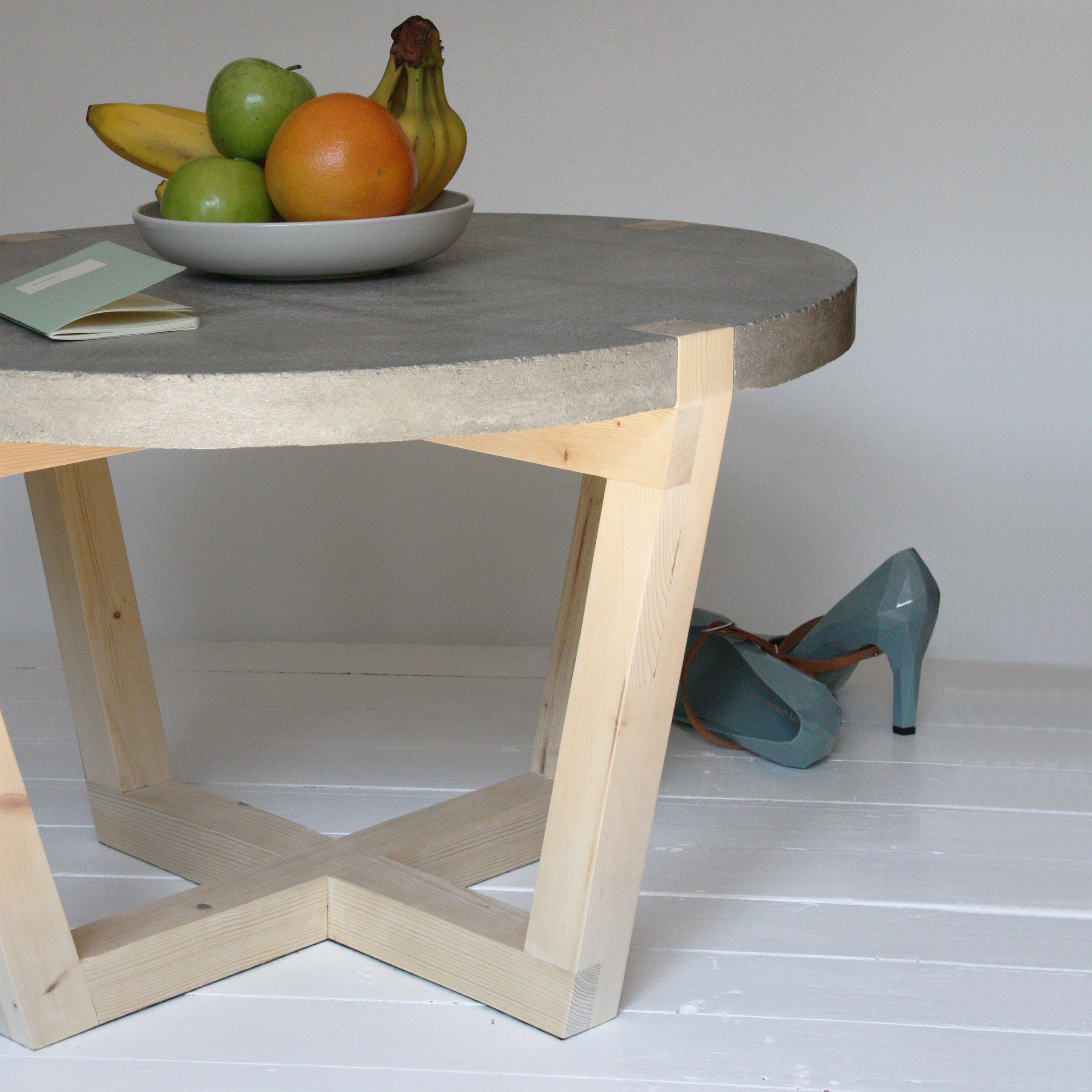 ronde salontafel stolik met betonnen blad i gimmii magazine