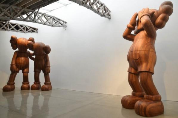 houten-beelden-KAWS