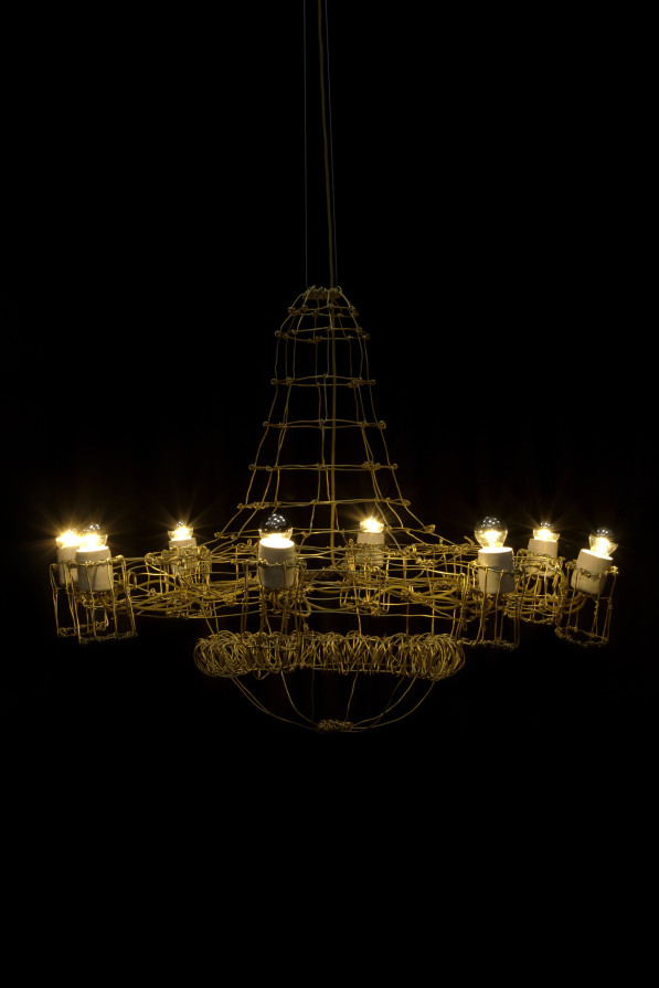 Floating Frames Chandelier 02 gold anodized - Kiki van Eijk