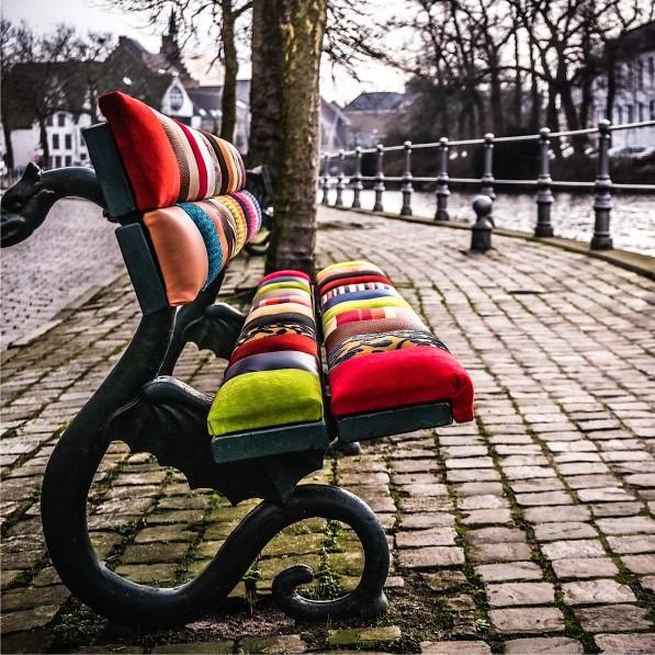 Bankjes met afneembare patchwork panelen in Brugge