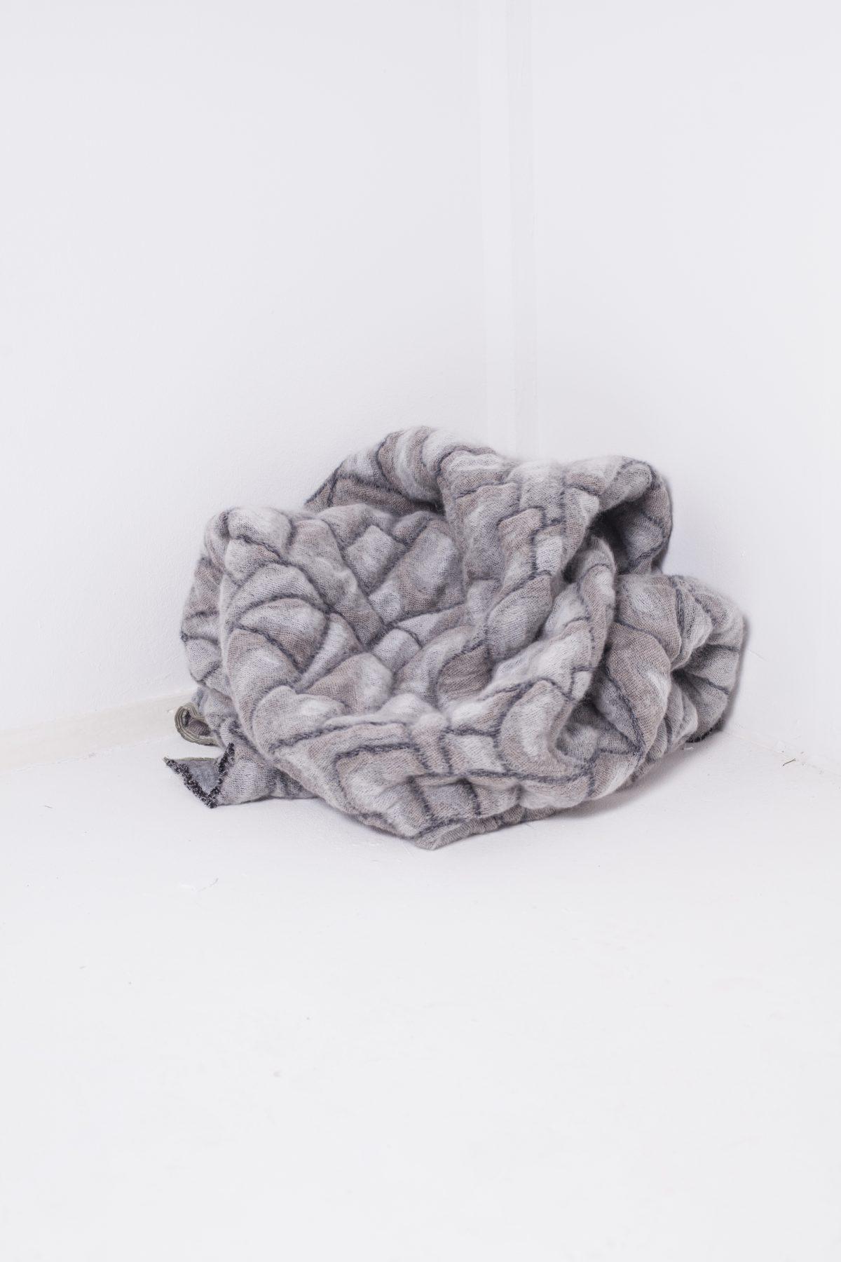 Hide deken grijs van Nienke Hoogvliet