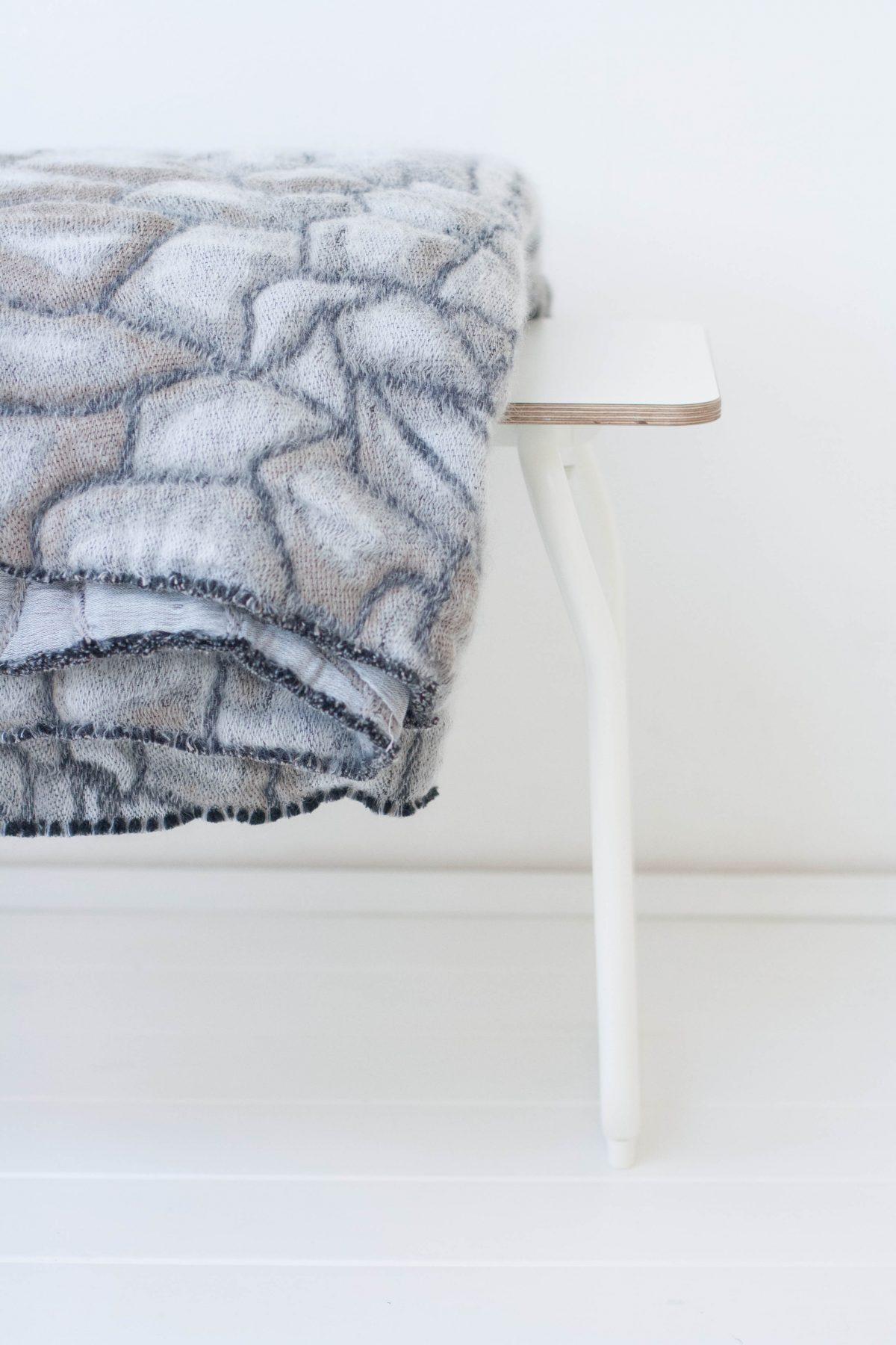 Nienke Hoogvliet Hide deken grijs foto Holly Mader