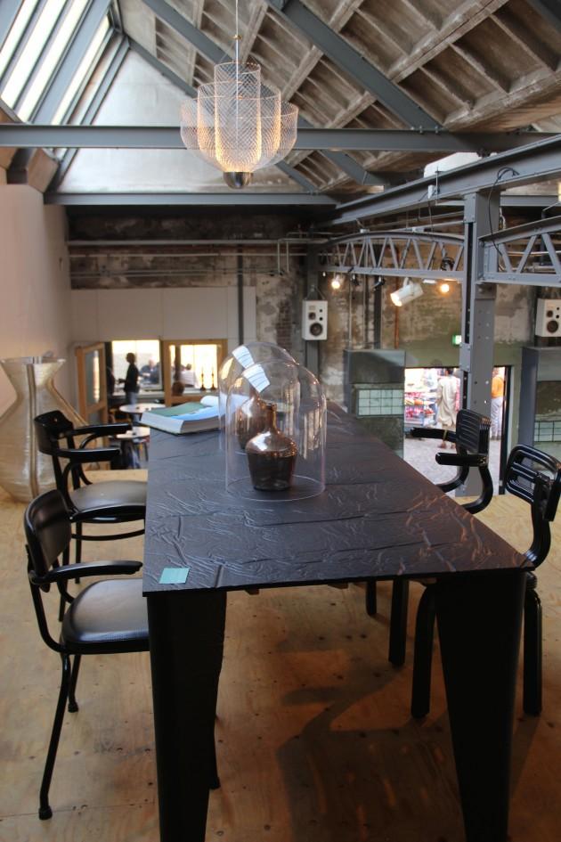 Elephant skin tafel en Chubby chair Dirk van der Kooij foto Gimmii