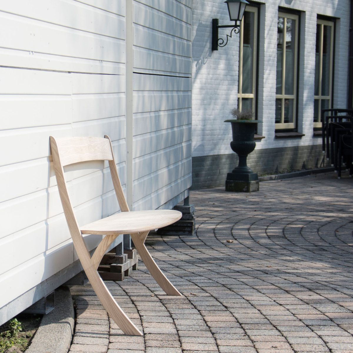 Leaning Bench van Izabela Boloz – gimmii shop