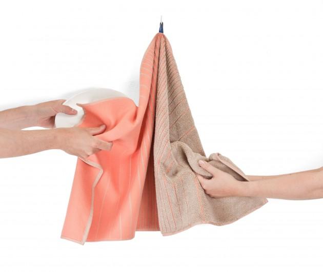 TweeDoek handdoek én theedoek in gebruik pink_beige van Vij5