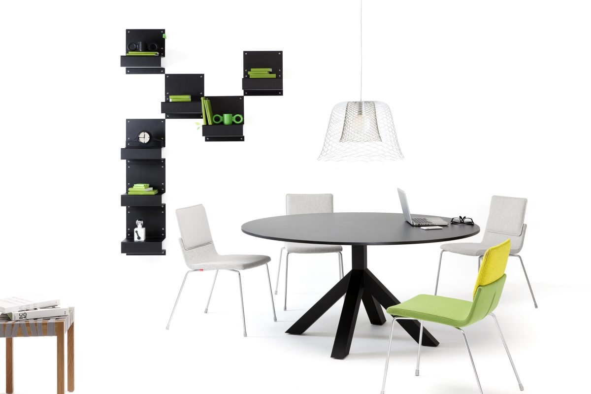 Gispen Dukdalf tafel zwart – table black – Triennial chairs – Slingerland lamp – Berlage stool