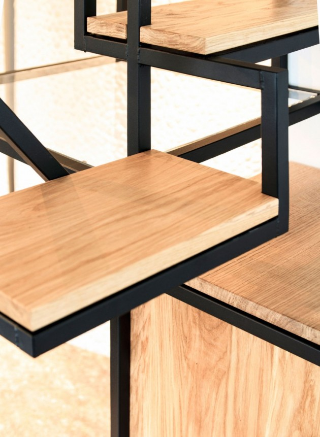 Object Eleve eikenhout en zwart staal van Mieke Meijer