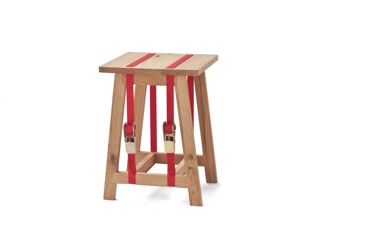 Strap Stool van Vij5 kruk met spanbanden rood