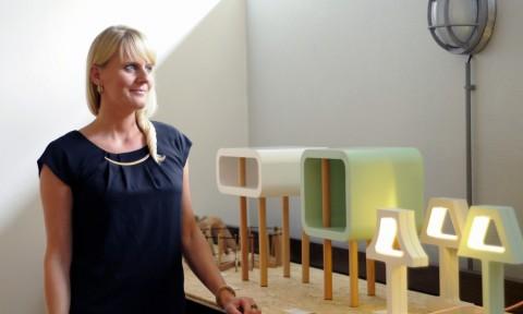 Gimmii Dutch Design Days Jolanda van Goor met haar Open Minded tafeltjes en Missing Bulb lampen